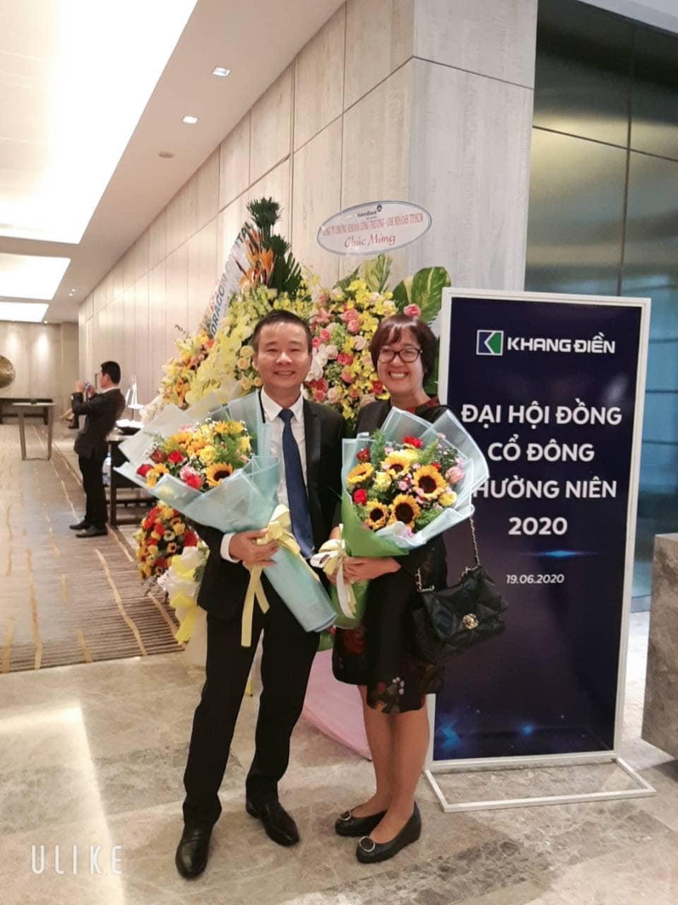 Cựu Tổng Giám đốc Ngô Thị Mai Chi chúc mừng Tân Tổng Giám đốc Lê Quang Minh - Tập đoàn Khang Điền