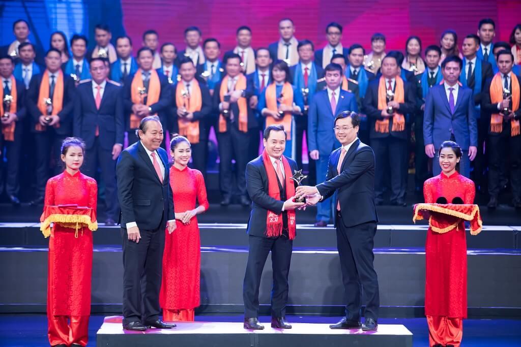 Chủ tịch Cengroup Nguyễn Trung Vũ nhận giải thưởng Sao đỏ 2017