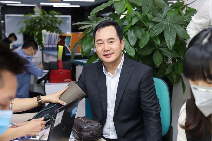 Chủ tịch Nguyễn Trung Vũ tham gia hiến máu nhân đạo cùng cán bộ nhân viên Tập đoàn Cengroup