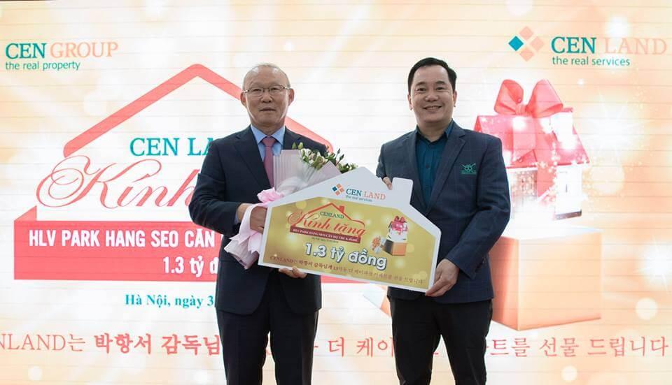 Chủ tịch Nguyễn Trung Vũ trao tặng căn hộ 1,3 tỷ đồng cho huấn luyện viên Park Hang Seo