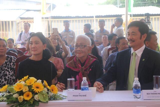 Vợ chồng chủ tịch Novaland cùng bà Phan Thị Nhuế (giữa)