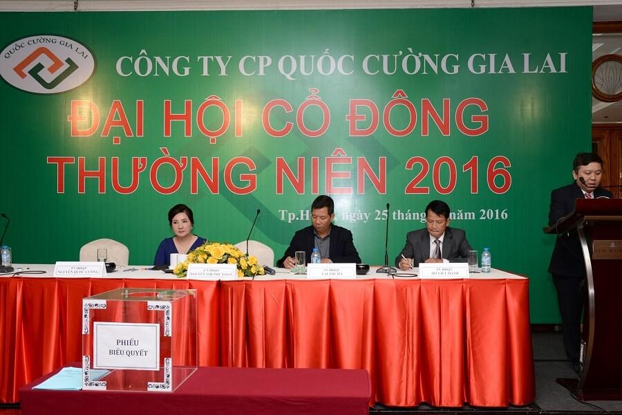Ông Hồ Viết Mạnh tại Đại hội đồng cổ đông thường niên 2016 CTCP Quốc Cường Gia Lai
