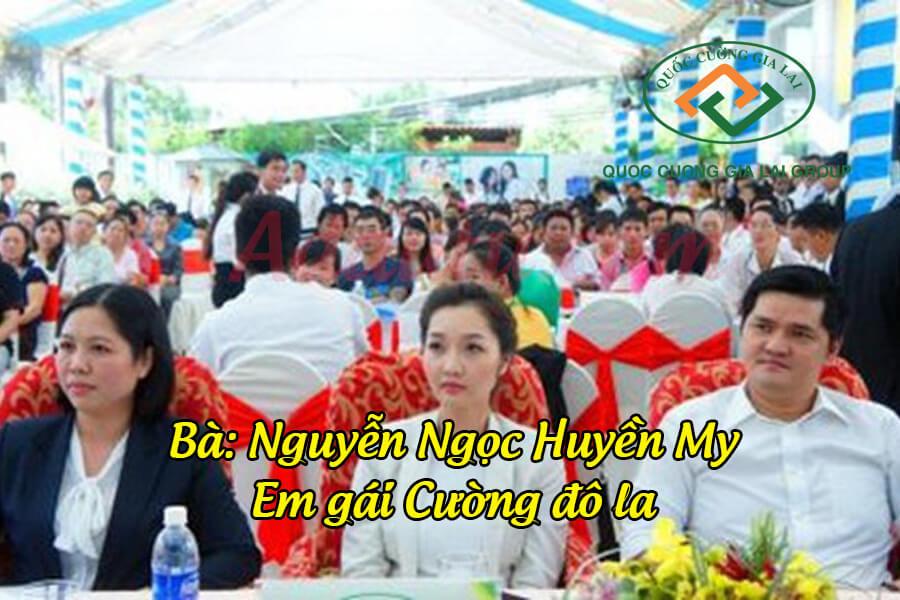 Nguyễn Ngọc Huyền My (giữa) cùng chồng là doanh nhân Lầu Đức Duy