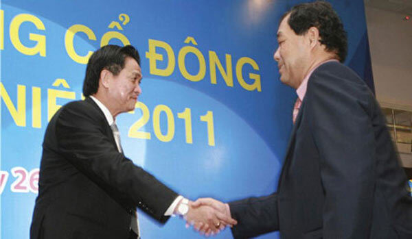 Đặng Văn Thành và Trầm Bê bắt tay khi chuyển giao Sacombank