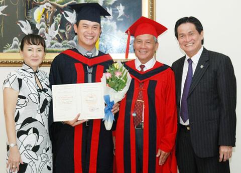 Ông Đặng Hồng Anh là cựu sinh viên trường đại học Hùng Vương