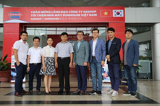 Chủ tịch Nguyễn Xuân Phú cùng lãnh đạo công ty GS Shop