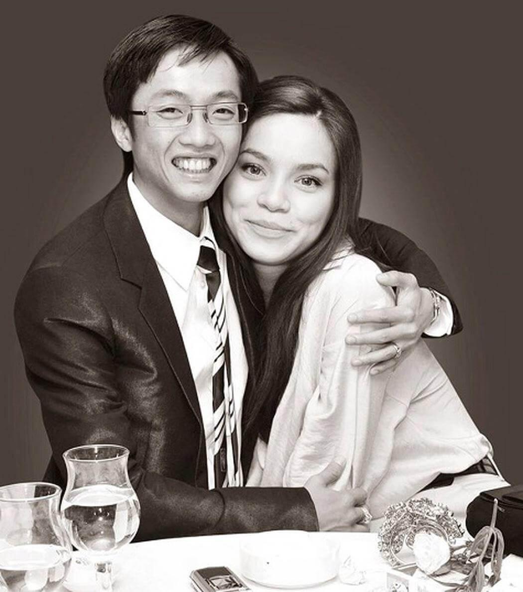 Tuy không có lễ cưới chính thức, nhưng Hồ Ngọc Hà vẫn là người vợ đầu tiên của Cường Đô La, sinh con đầu lòng cho vị đại gia 8X.